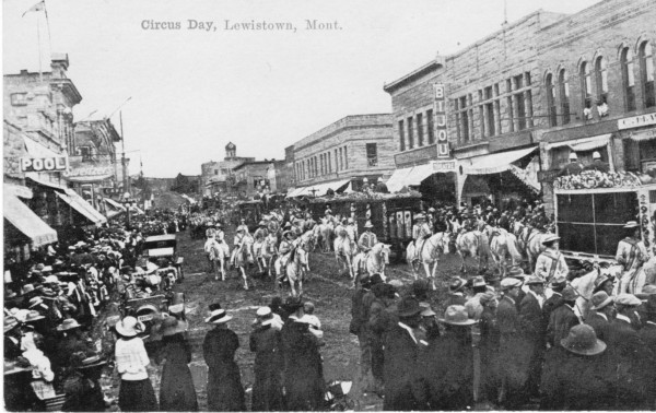 Crowds gather for Circus Day in Lewistown.